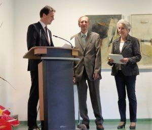 Martin Wuttke überreicht die Landesehrennadel an Wolfgang Karas und Vera Block